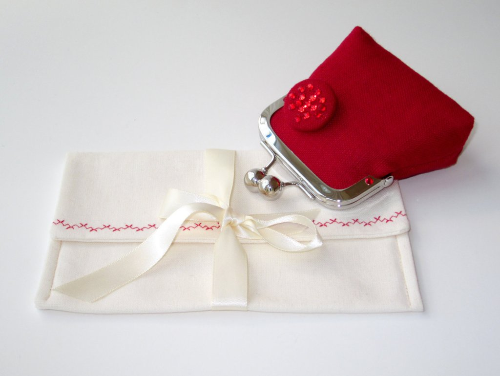 Red linen and crystal coin clutch.